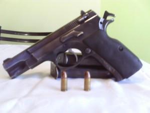 pistola 9 m.m.