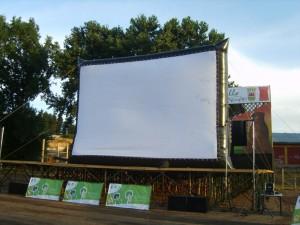 Arriendo Pantalla Gigante Inflable para Ciclos de Cine.