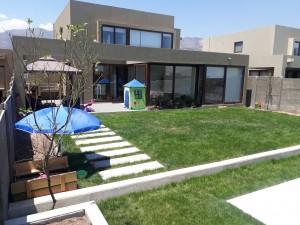 Venta e instalación de pasto alfombra y riego automático.