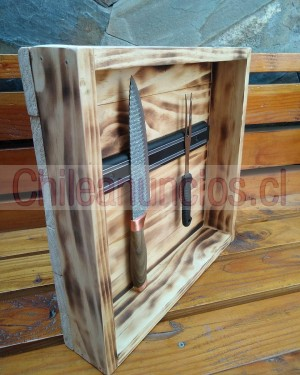caja de madera e imán para utensilios