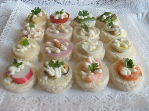Pastelitos de coctel canapes  y más para su celebración en  finacoctelería