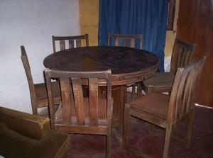 Comedor redondo de madera con 6 sillas por cambio de casa for Comedor redondo de madera